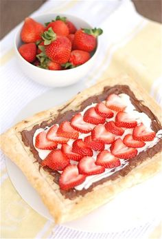 Easy strawberry Nutella tart - made in 10 minutes!