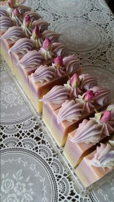 Rose cake soap--no recipe or tut, but lovely idea!