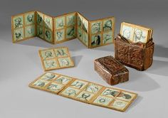 Sog. Wiener Musterbuch Böhmisch; Wien (2 Zeichnungen)  um 1410/20; 2. Viertel 15. Jh. (2 Zeichnungen)  Musterbuch  56 farbig gehöhte Silberstiftzeichnungen auf Papier, montiert auf 14 Ahorntäfelchen  H. je 9,5 cm, B. 9 cm