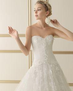 120 ECLIPSE   Wedding Dresses   2014 Collection   Luna Novias (close up)