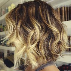Short wavy hair. could this be my new hair style? If I decide to get short hair again, this is what I'm gonna go for!