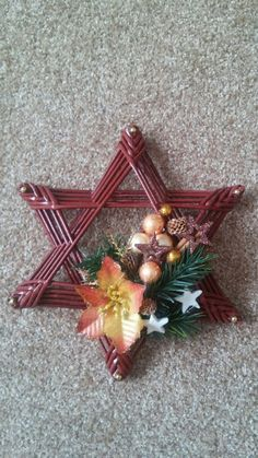 Jewish star made of woven paper. Christmas Decorations For The Home, Christmas Paper Crafts, Noel Christmas, Holiday Ornaments, Willow Weaving, Basket Weaving, Paper Weaving, Xmas Wreaths, Newspaper Crafts