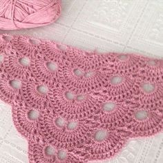 de never ending story shawl Afbeeldingsresultaat voor never ending story scarf crochet pattern Today we are going to learn how to crochet a beautiful shawl. Poncho Crochet, Love Crochet, Crochet Scarves, Crochet Clothes, Crochet Lace, Crochet Stitches, Crochet Butterfly, Shawl Patterns, Knitting Patterns