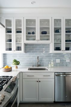 For advice and insights on how to pull off the ultimate all-white kitchen, we asked Glenna Stone of Philadelphia, Pennsylvania-based Glenna Stone Interior Design, to discuss her favorite ways to put a creative twist on the timeless favorite. Home Decor Kitchen, Kitchen Interior, Home Kitchens, Stone Interior, Blue Kitchen Furniture, White Cottage Kitchens, Coastal Kitchens, Small White Kitchens, Beach House Kitchens