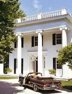 I love an antebellum home. One of my favorite southern things.