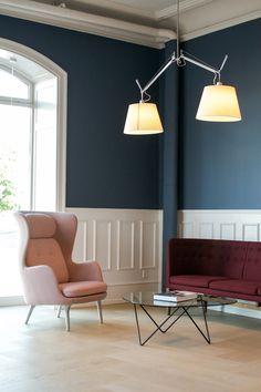 Nos encanta el colorido de este #salón y la #lámpara Tolomeo Suspension Basculante de @artemideworld
