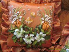 Almohadon bordado con cintas
