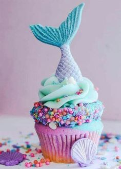 Thinking of serving baby shower cupcakes? Decoration is what makes your cupcakes a hit or miss. Here are 80 adorable baby shower cupcake ideas that your guests will love. Beautiful Cakes, Amazing Cakes, Cupcake Recipes, Cupcake Cakes, Mermaid Cupcake Cake, Mermaid Tail Cake, Kid Cakes, Cupcake Shops, Little Mermaid Cupcakes
