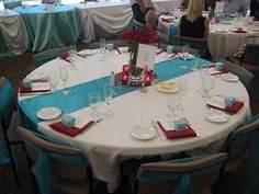 Ivory Table Cloth with Aqua Runner and Red Napkins Aqua and Red Table Setting