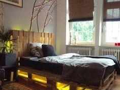 diy-comment-fabriquer-un-lit-en-palette-tete-de-lit-palette-eclairage-integree