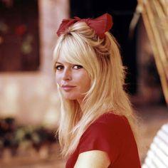Bardot bow