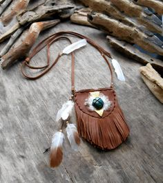 "Beautiful ""NATIVE AMERICAN Pouch Medicine Bag Inspired"" Leather, Chrysocolle stone, Feathers, Laiton, Bronze apprets, Leather cordon"
