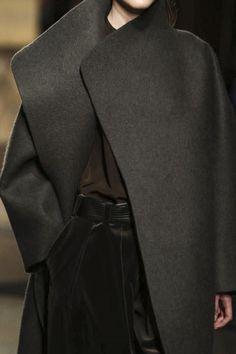 Hermes Ready To Wear Fall Winter 2014 Paris. My coat inspiration. Fashion Details, Look Fashion, Winter Fashion, Womens Fashion, Fashion Design, Fashion Bags, Casual Styles, Looks Style, Style Me