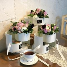 Flower Packaging, Pretty Packaging, Pantry Interior, Bouquet Box, Lilac Bushes, Garden Coffee, Box Roses, Garden Gifts, Flower Boxes