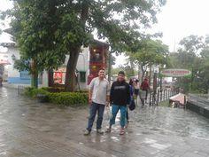 Y la lluvia sorprendió de pronto. Aquí en camino al Pueblo Paisa de Medellín