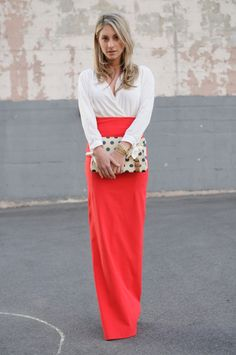 Red maxi-skirt, white blouse/top, polka dot clutch, cupcakes and cashmere Coral Maxi Skirts, Coral Skirt, Red Maxi, Red Skirts, Long Skirts, Passion For Fashion, Love Fashion, 1950s Fashion, Modest Fashion