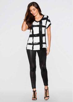 Veja agora:Para um look muito feminino, esta blusa de mangas morcego curtas é sensacional. Estampada e com decote em V, ela é perfeitamente indicada para você vestir em seu dia-a-dia. A gola e as mangas são enfentadas com lindo detalhe em cor contrastante. Ideal para combinar com saias e bermudas.