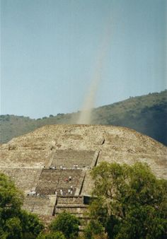 A very interesting article at this site.  Aztec Pyramid of the Moon blasts energy vortex from apex