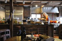Christmas Eve in Japan-Nancy Singleton Hachisu in her rural Japanese kitchen Asian Kitchen, Japanese Kitchen, Kitchen Pantry, Rustic Kitchen, Kitchen Ideas, Cooking With Ground Beef, Cooking Ribs, Asian Cooking, How To Cook Ribs