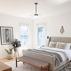 4 Stupefying Useful Tips: Minimalist Bedroom Tips Cleanses minimalist bedroom gray paint colors.Minimalist Bedroom Boho Lights cozy minimalist home living spaces.Minimalist Bedroom Tips Life. Minimalist Bedroom, Minimalist Home, Modern Bedroom, Airy Bedroom, Tranquil Bedroom, Calm Bedroom, Bedroom Simple, Contemporary Bedroom, Scandinavian Interior Bedroom