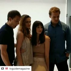 #Repost @tvguidemagazine (@get_repost) ・・・ #Outlander stars #TobiasMenzies @sophie.skelton @caitrionabalfe  @samheughan at the #SDCCTVI suite making pretty pictures!