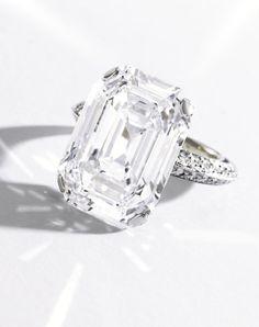 268 IMPORTANT PLATINUM AND DIAMOND RING.