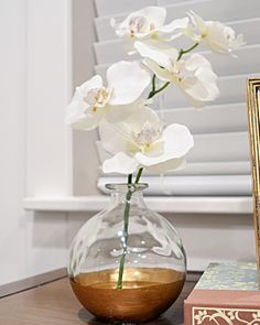 Gold Dipped Vase. this would be a very easy & inexpensive diy decoration