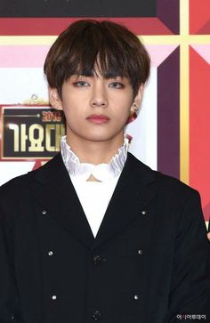 Why you trying to kill ARMYs with your gorgeousness! TaeHyung BTS v Jungkook Jeon, Kim Taehyung, Bts Bangtan Boy, Daegu, Fanfiction, Billboard Music Awards, Foto Bts, Bts Photo, K Pop