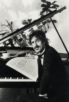 A photo of Frank Zappa by Guido Harari
