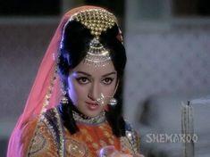 Hema malini Throw back photo Vintage Bollywood, Indian Bollywood, Bollywood Fashion, Hema Malini, Back Photos, Beautiful Bollywood Actress, Beautiful Girl Indian, Indian Art, Gold Jewelry