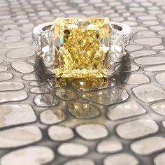 Yellow Stone Rings, Yellow Diamond Rings, Ring Video, Yellow Engagement Rings, Gold Jewelry Simple, Diamond Are A Girls Best Friend, Stone Jewelry, Colored Diamonds, Allah