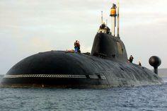 La mitad de las existencias mundiales de armamento nuclear est� oculta bajo el agua: en los silos de submarinos nucleares que surcan el 70 % de la superficie de la Tierra. Solo hay seis pa�ses capaces de construir artilugios de la complejidad de estos submarinos nucleares: la India, China, Gran Breta�a, Francia, EE UU y Rusia. Daniil �lchenko ha viajado a Severodvinsk para visitar un astillero de alto secreto y ser testigo de la construcci�n un submarino nuclear ruso.