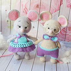 """Мастер Класс по мышатам """"Тима и Тина"""" - Мк составлен в формате PDF - Содержит 34 страницы подробного описания вязания мышат и одежды к ним… Crochet Doll Pattern, Crochet Patterns Amigurumi, Amigurumi Doll, Crochet Dolls, Crochet Mouse, Cute Crochet, Crochet For Kids, Crochet Baby, Diy Crochet For Beginners"""