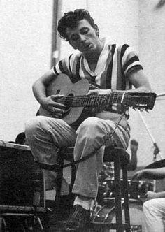 """Apprenez à jouer de la guitare comme Gene Vincent, guitariste rockabilly très """"Be-Bop-A-Lula"""" sur MyMusicTeacher.fr"""