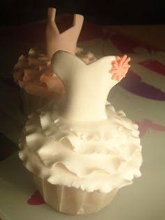 PAN ,DULCES Y OTRAS PALABRAS: Como hacer un cupcake vestido