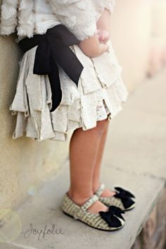 DIY looy skirt tutorial...and I LOVE those shoes!