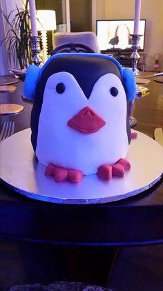 Penguin birthday cake
