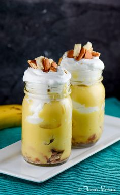 Southern Banana Pudding Parfaits are easy yet delicious portable desserts made in mason jars with layers of crushed vanilla wafers, sliced bananas, banana pudding, and whipped topping!   http://flavormosaic.com/southern-banana-pudding-parfaits/