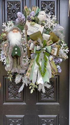 Victorian Christmas Decorations, Christmas Mesh Wreaths, Christmas Bows, Elegant Christmas, Beautiful Christmas, Christmas Crafts, Primitive Christmas, Father Christmas, Country Christmas