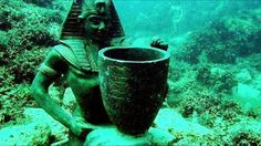 Cleopatra's Underwater Palace Under The Water, Under The Sea, Ancient Egypt, Ancient History, Ancient Ruins, Mysterious Places On Earth, Underwater Ruins, Underwater Photos, Underwater Photography
