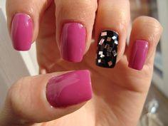 DIY : Glitter Nail Polish - http://claudiacernean.blogspot.ro/2013/01/diy-lac-de-unghii-cu-sclipici-glitter.html