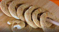 Crusty Sesame Bread Rings with Cheese & Oregano (a. Greek Recipes, Vegan Recipes, Cooking Recipes, Pretzel Bun, Crockpot, My Cookbook, Sandwiches, How To Make Bread, Cooking Time