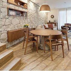regram @estudio.ipe_interiores Para quem ama ambiente #rustico » este jogo de cadeira é muito confortável!! #estar #living #sala #saladeestar #bomdia
