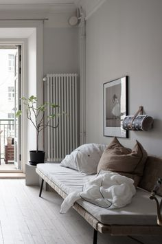 Small home with a vintage touch - via Coco Lapine Design