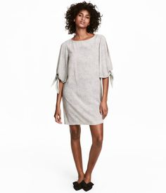 Natural white/dotted. Short, straight-cut dress in woven, crêped viscose fabric. Wide, flared sleeves with slit and tie. Unlined.