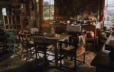 Obit of the Day: Harry Potter Set Designer From The Burrow to Dumbledore's Office to the main hall at Hogwarts Stephenie McMillan brought J. Rowling's enchanting environments to life on the silver. Ginny Weasley, Hermione Granger, Weasley Twins, Headcanon Harry Potter, No Muggles, Yer A Wizard Harry, Bellatrix Lestrange, Harry Potter Love, Harry Potter Head Canon