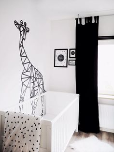 """"" 5 ideas to decorate children's rooms with washi tape """" 5 ideas para decorar habitaciones infantiles con cinta washi """" Tape Wall Art, Washi Tape Wall, Tape Art, Ideas Decorar Habitacion, Origami Wall Art, Origami Owl, Geometric Wall Paint, Dorm Design, Origami Decoration"