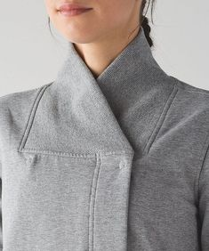 Neat neck detail to use with knits Diy Couture, Couture Details, Fashion Details, Fashion Design, Dress Patterns, Sewing Patterns, Sport Fashion, Fashion Outfits, Sewing Collars