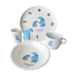 Set di 4 stoviglie Pinguini Origami - The Origami Doves din-dins set is composed by unbreakable and strong dishes in melamine suitable for children. These are high quality articles, thanks to the original design and the Made in Italy production. Beside their primary function of dishes, cups or glasses, the Origami Friends can be also an educational game: with a simple piece of paper and following the instuctions drawn on the dishes, everyone can make wonderful origami.