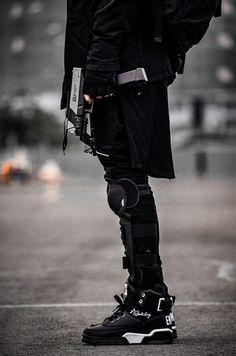 cyberpunk / men's alternative fashion / urban dystopia / all black Cyberpunk Mode, Cyberpunk Clothes, Cyberpunk Fashion, Urban Fashion Women, Black Women Fashion, Dark Fashion, Womens Fashion, Gothic Fashion, Mode Sombre